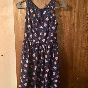 Short v neck Navy/floral Forever 21 Dress Sz S